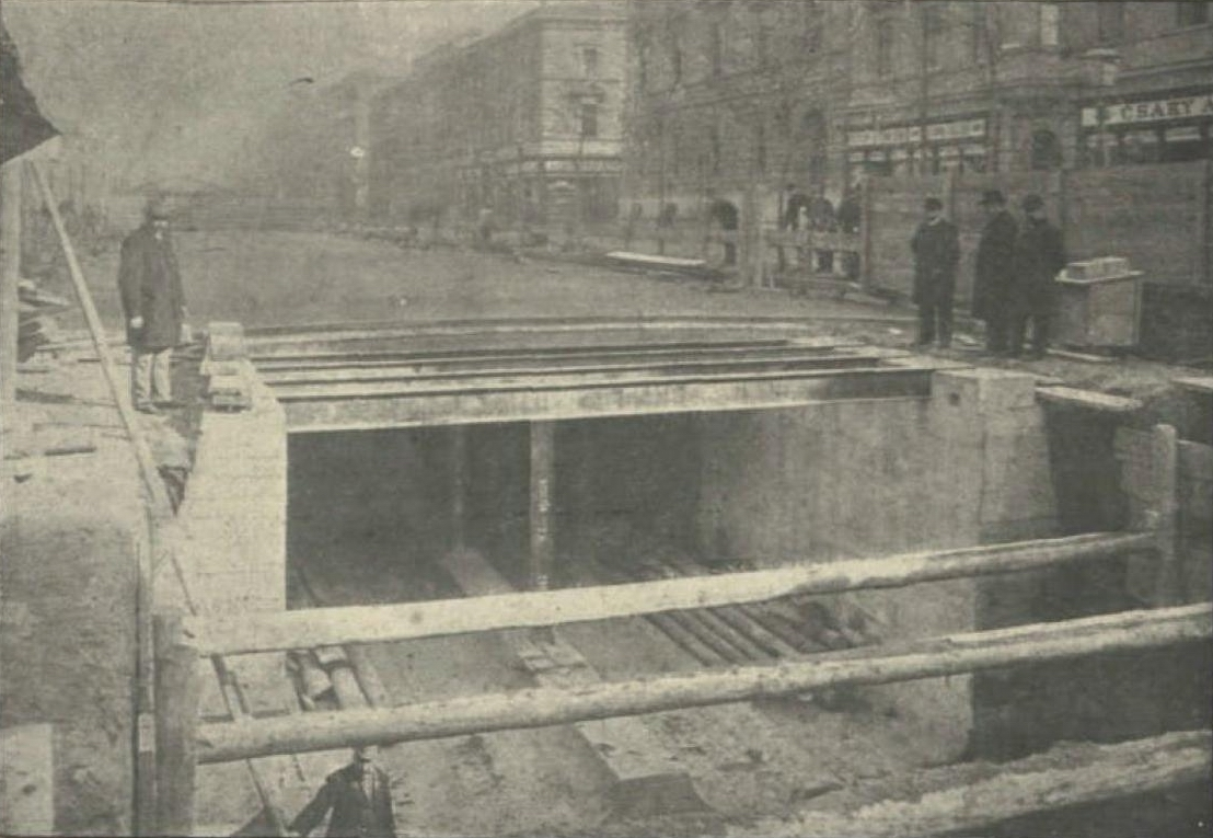 006 Výstavba M1, zdroj Wikimedia Commons