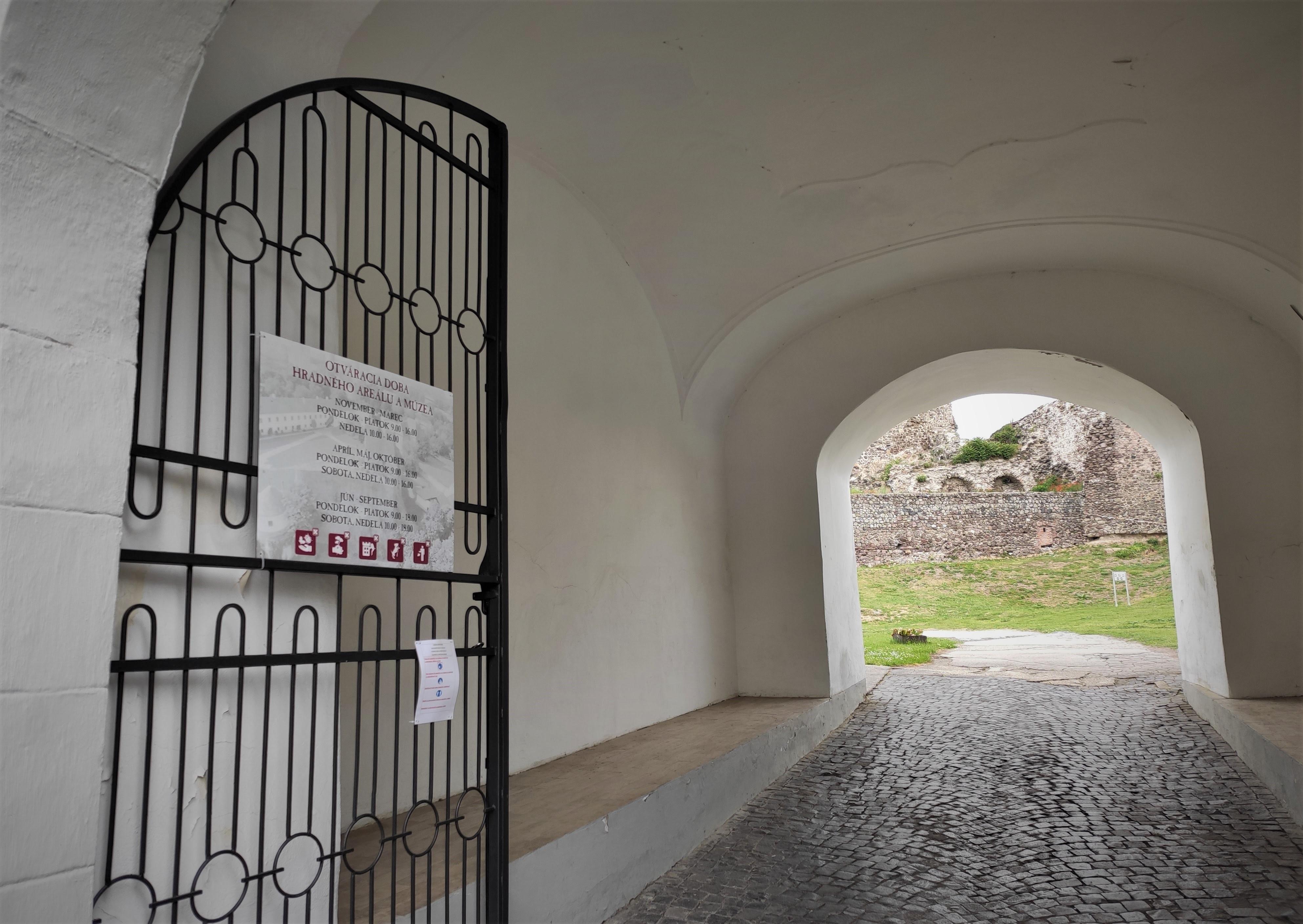 06 Levický hrad a Tekovské múzeum v Leviciach 052020
