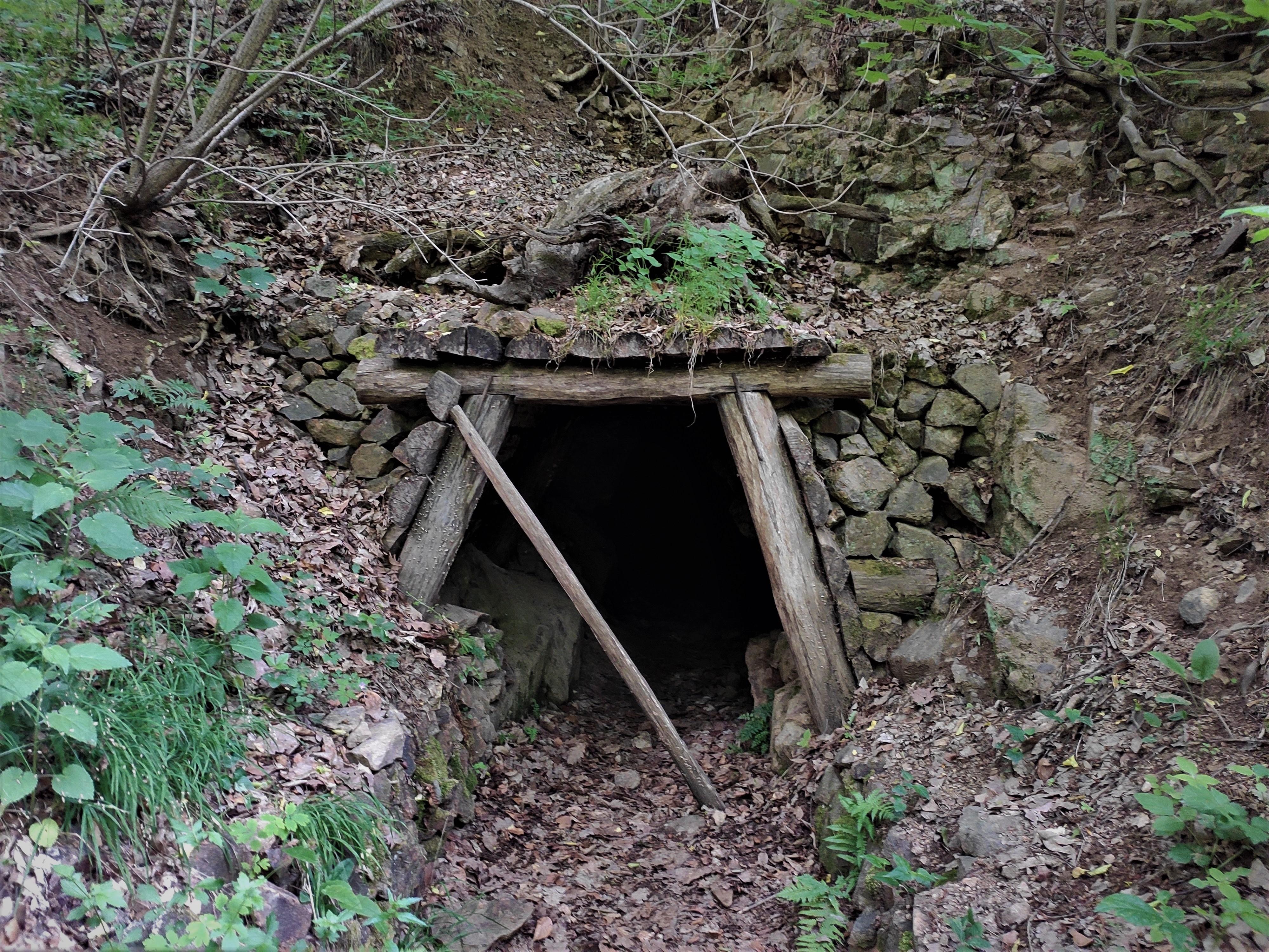 NCH Po stopách starého rudného baníctva Pukanec 052020 (11)