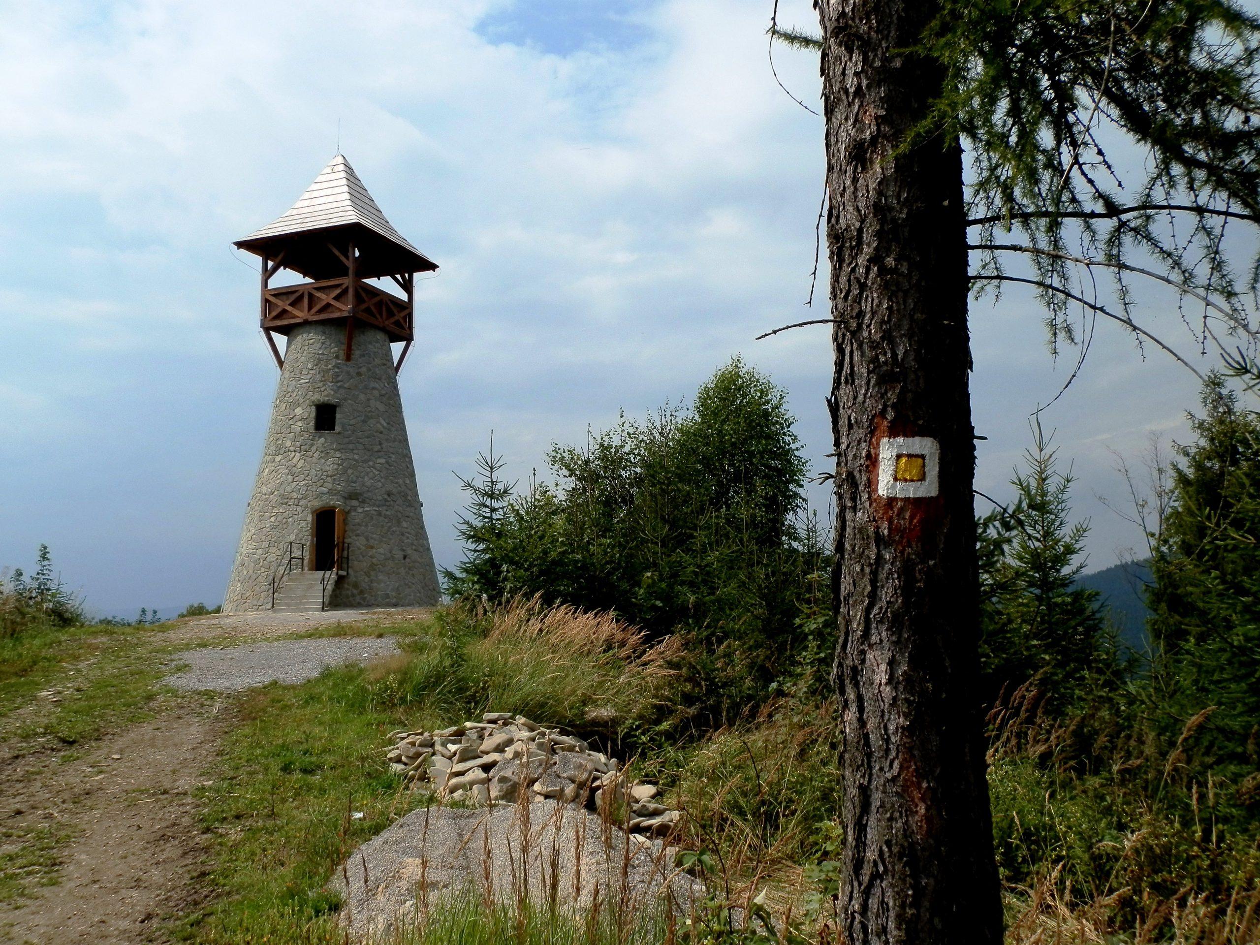 Rozhľadňa Bobovec, Autor_Michal_Jakubský_Wiki Commons, Licencia CC-BY-SA-3.0.Wiki Commons, Licencia CC-BY-SA-4.0.